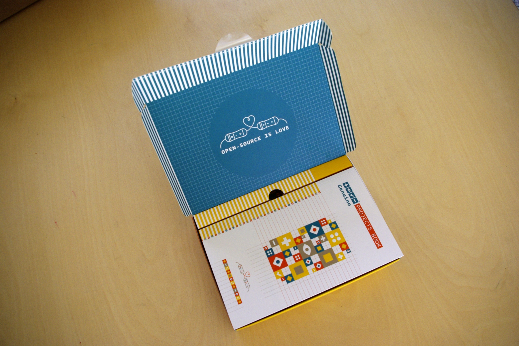 Genuino Starter Kit Box open